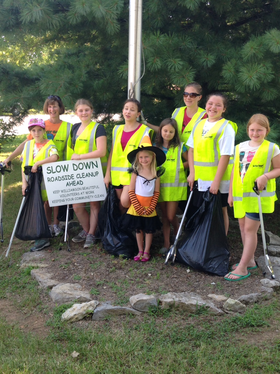 Girl Scouts Troop 1700 Leipers Fork Mini Clean-up (2) 7-26-2014.jpg